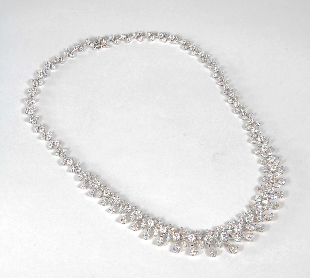 Classic Diamond Wreath Necklace In Excellent Condition For Sale In New York, NY