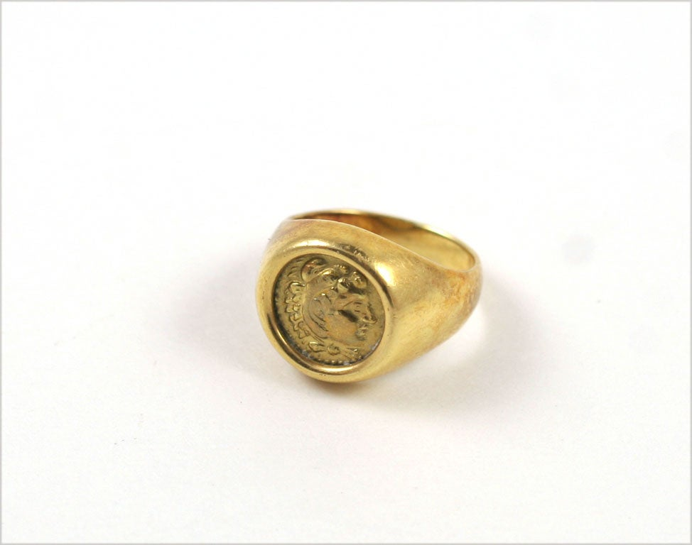 18K Gold Greek Signet Ring.  Ring size 7.