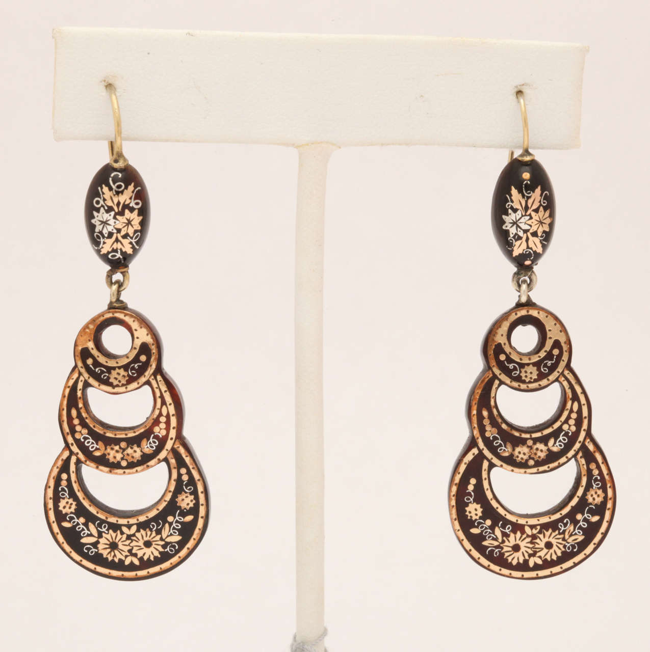 Antique Victorian Pique Earrings In Excellent Condition For Sale In Hastings on Hudson, NY