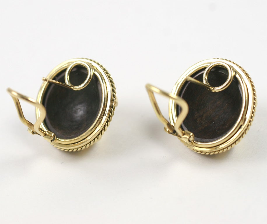 18kt Yellow Gold and Wood Earring 4