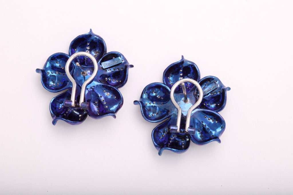 Fantastic Electric Blue Titanium and Diamond Flower Earrings For Sale 1
