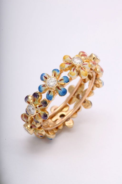 Delightful Daisy Flower Enamel and Diamond Ring / Band In Excellent Condition For Sale In Miami Beach, FL