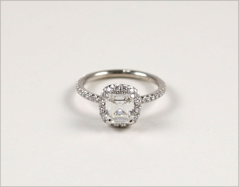 contemporary emerald cut engagement ring 1 06 cts g vs2