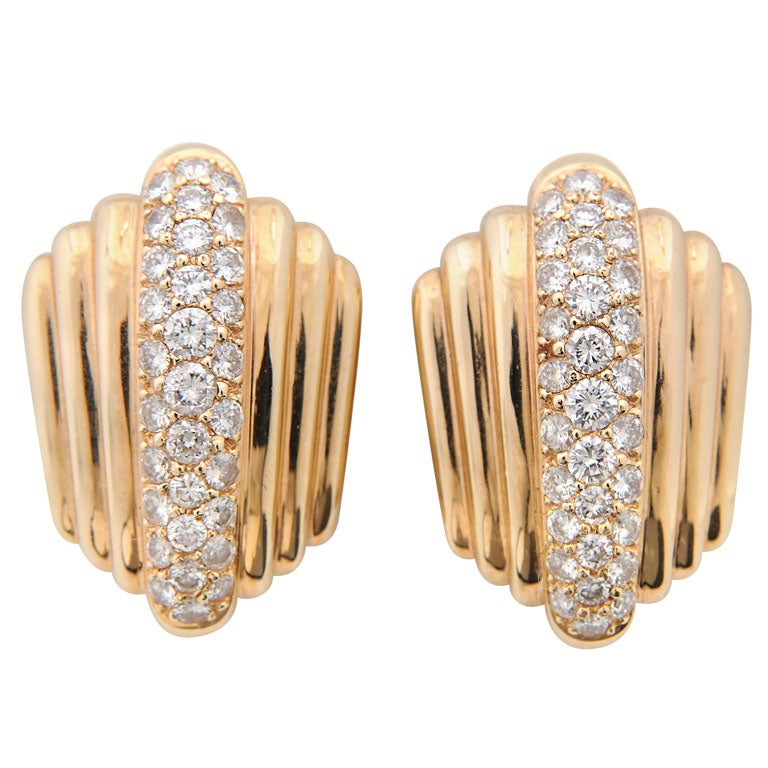 1970s Graduating Fluted Gold Earring with Pave Diamond Centre