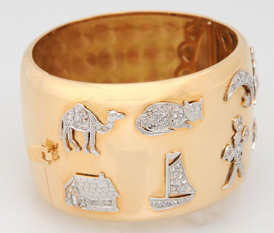 Retro Art Deco Diamond Platinum Charms Gold Bangle In Excellent Condition For Sale In Miami Beach, FL