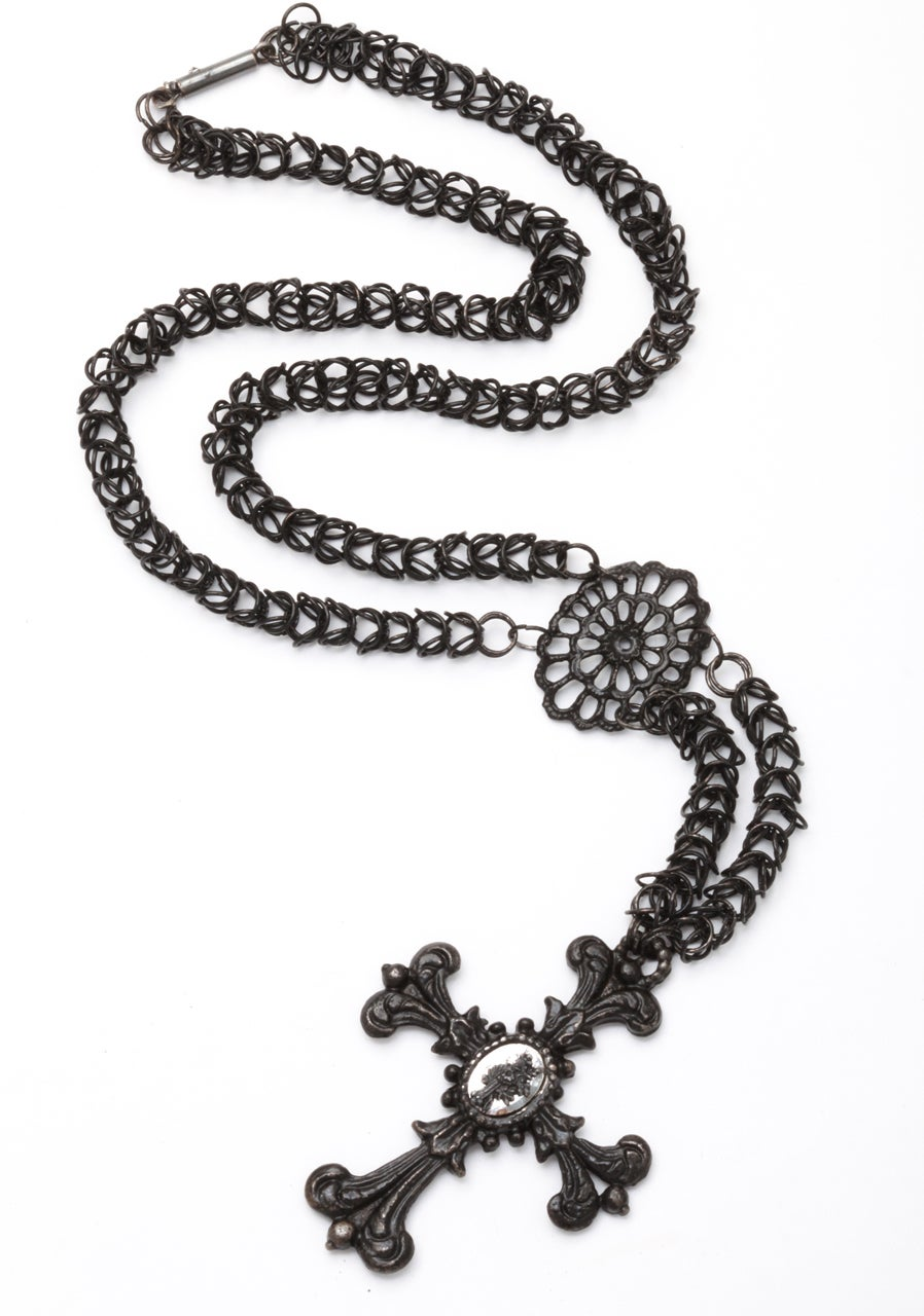 Antique Georgian Berlin Iron Chain and Cross c. 1820-30 In Excellent Condition For Sale In Stamford, CT
