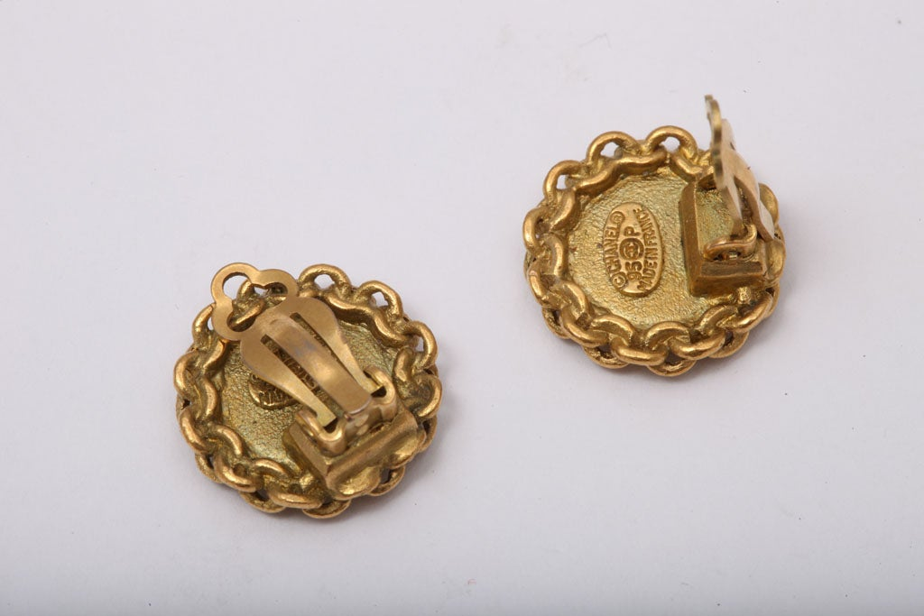 CHANEL CC CLIP-ON EARRINGS WITH CHAIN DETAIL 4
