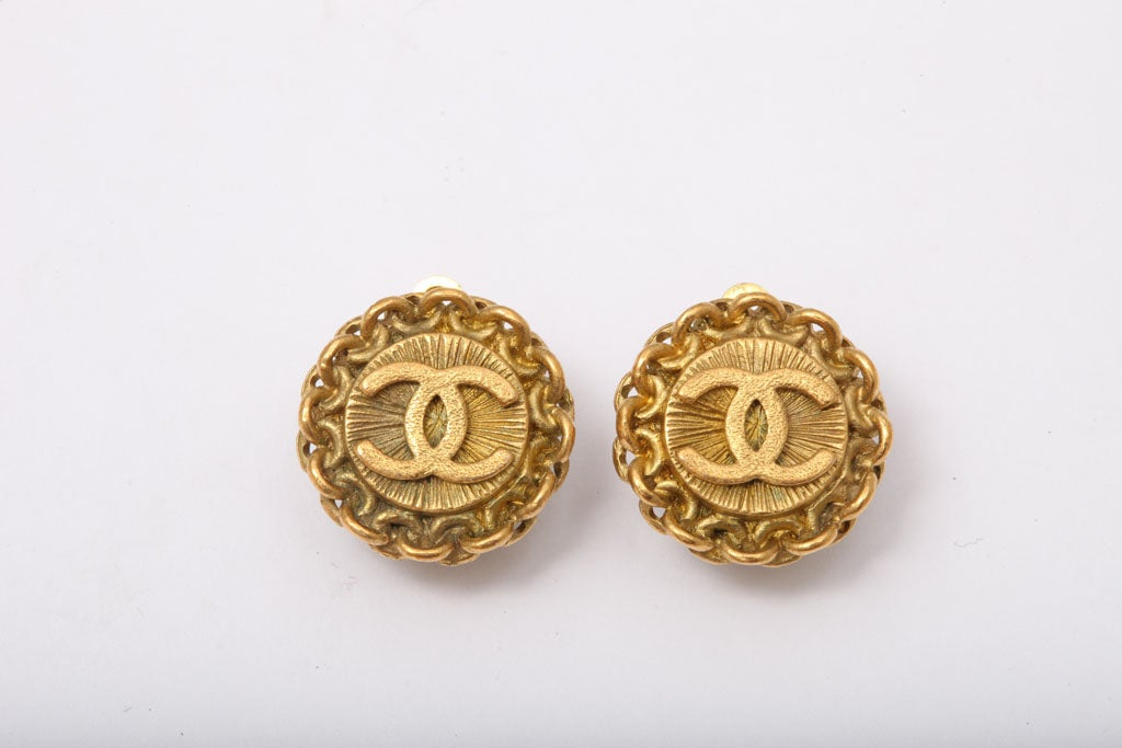CHANEL CC CLIP-ON EARRINGS WITH CHAIN DETAIL 2