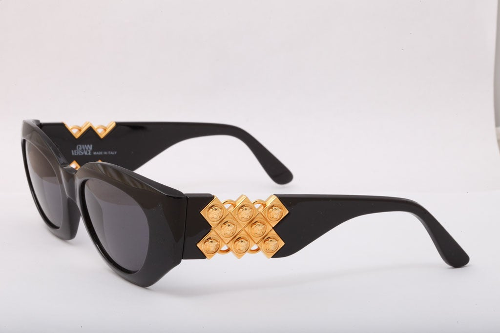 Gianni Versace Sunglasses Mod 420/D In Excellent Condition For Sale In New York, NY