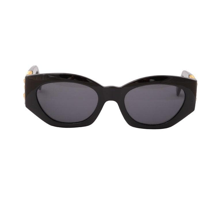 b4a4e1a6a48 Gianni versace Sunglasses Mod 420 D with gold medusas on the side.