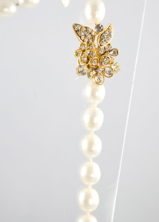 Chanel Stunning Pearl and Rhinestone Sautoir In Excellent Condition For Sale In Los Angeles, CA