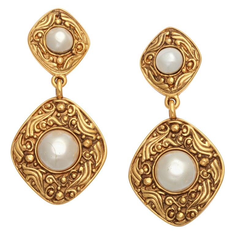 vintage chanel pearl earrings at 1stdibs
