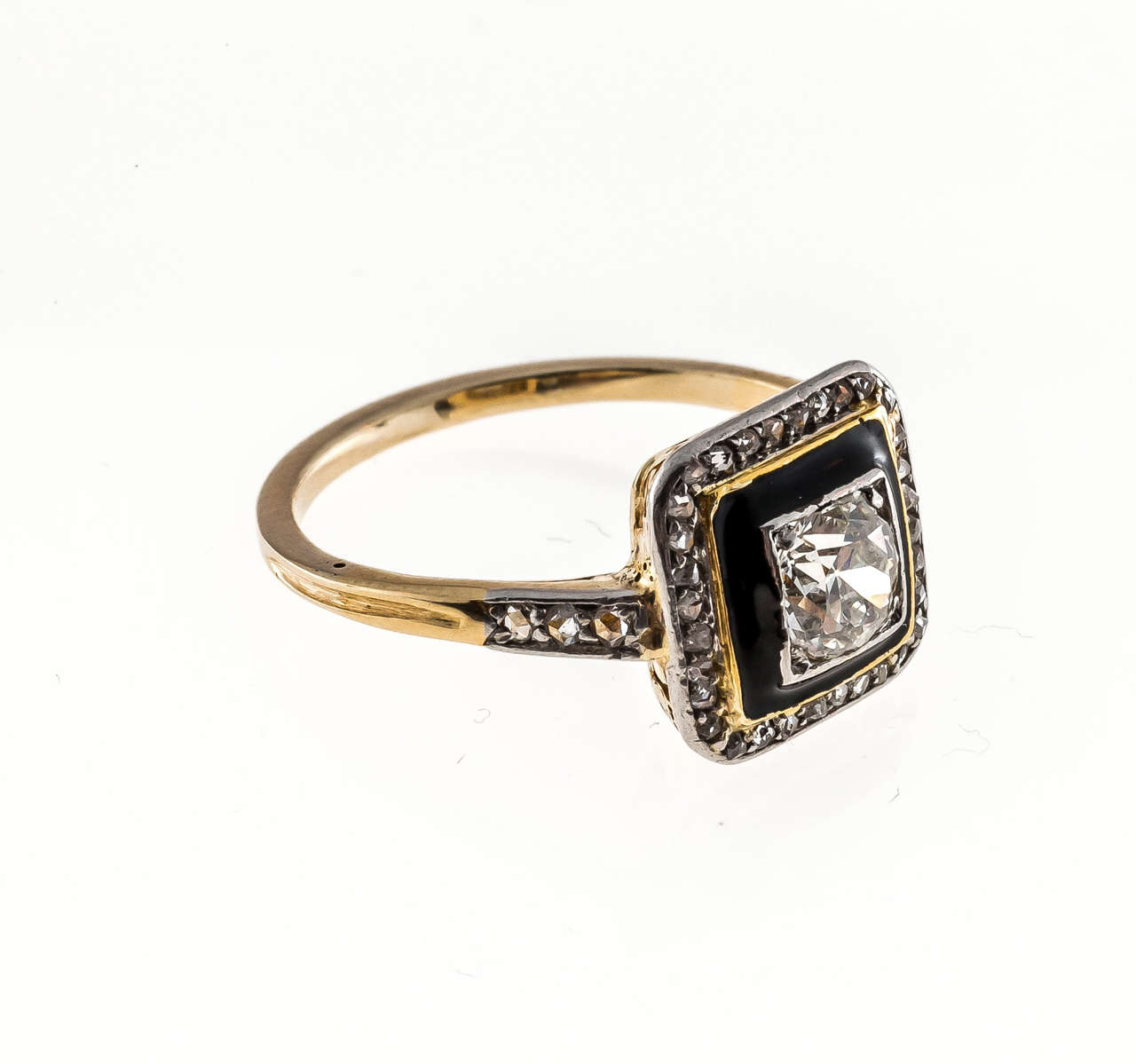 Art Deco Black Enamel Diamond Yellow Gold Platinum Ring In Good Condition For Sale In Stamford, CT
