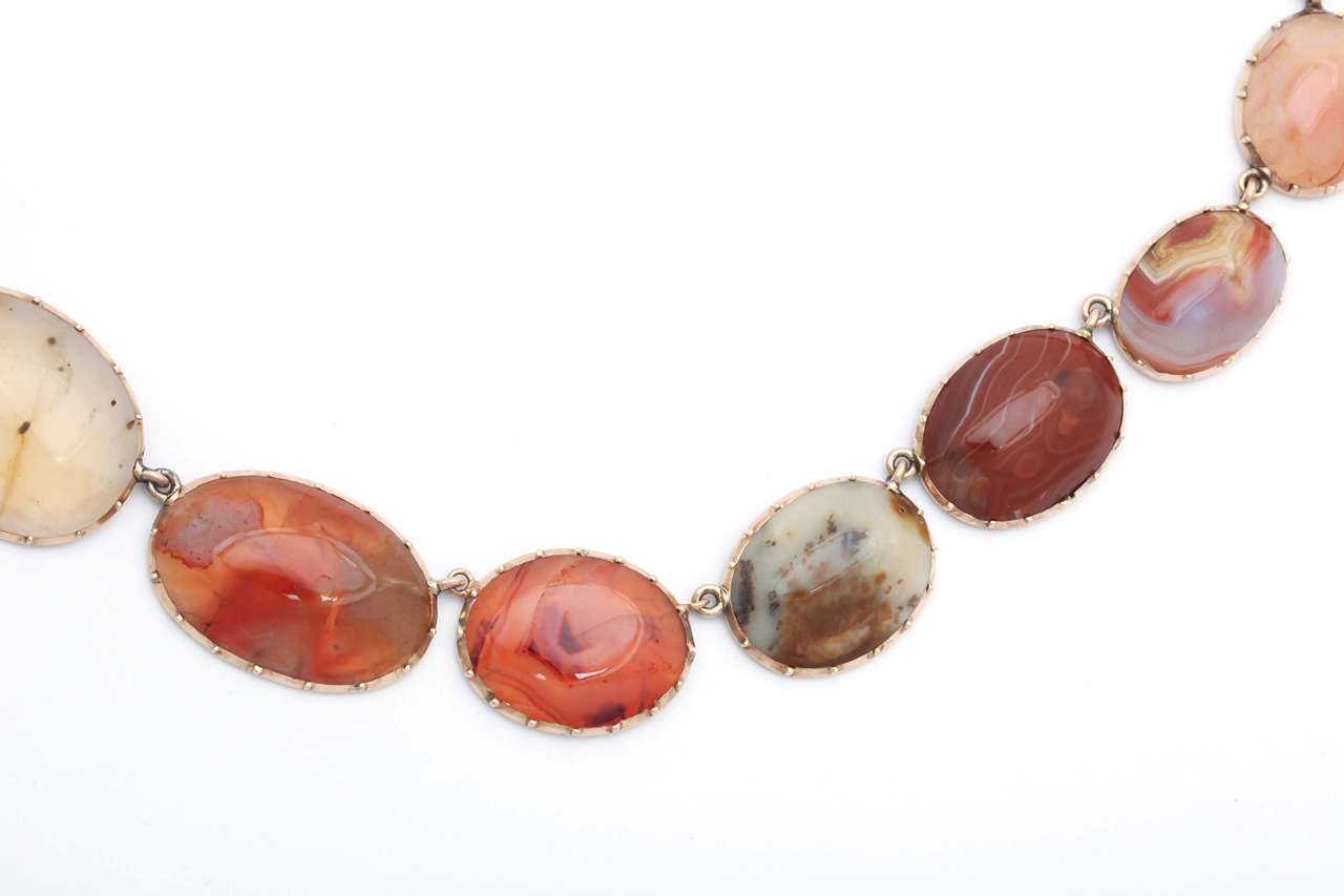 Sunrise-Sunset Color in a Victorian Natural Agate Necklace and Earrings For Sale 1