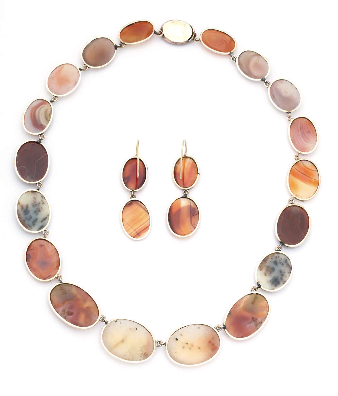Sunrise-Sunset Color in a Victorian Natural Agate Necklace and Earrings For Sale 3