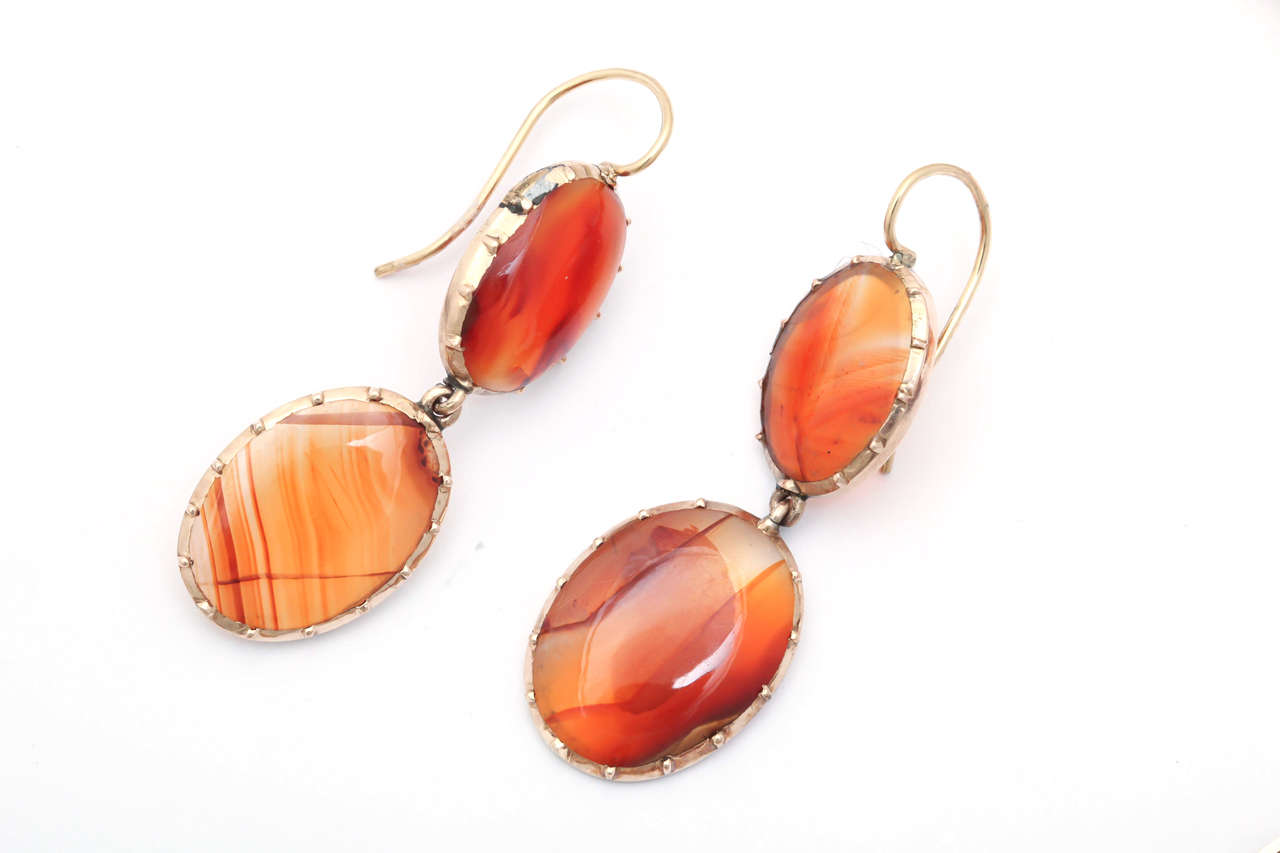 Sunrise-Sunset Color in a Victorian Natural Agate Necklace and Earrings For Sale 4