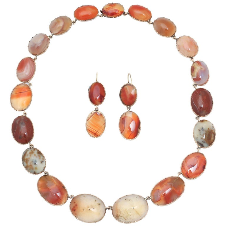 Sunrise-Sunset Color in a Victorian Natural Agate Necklace and Earrings For Sale