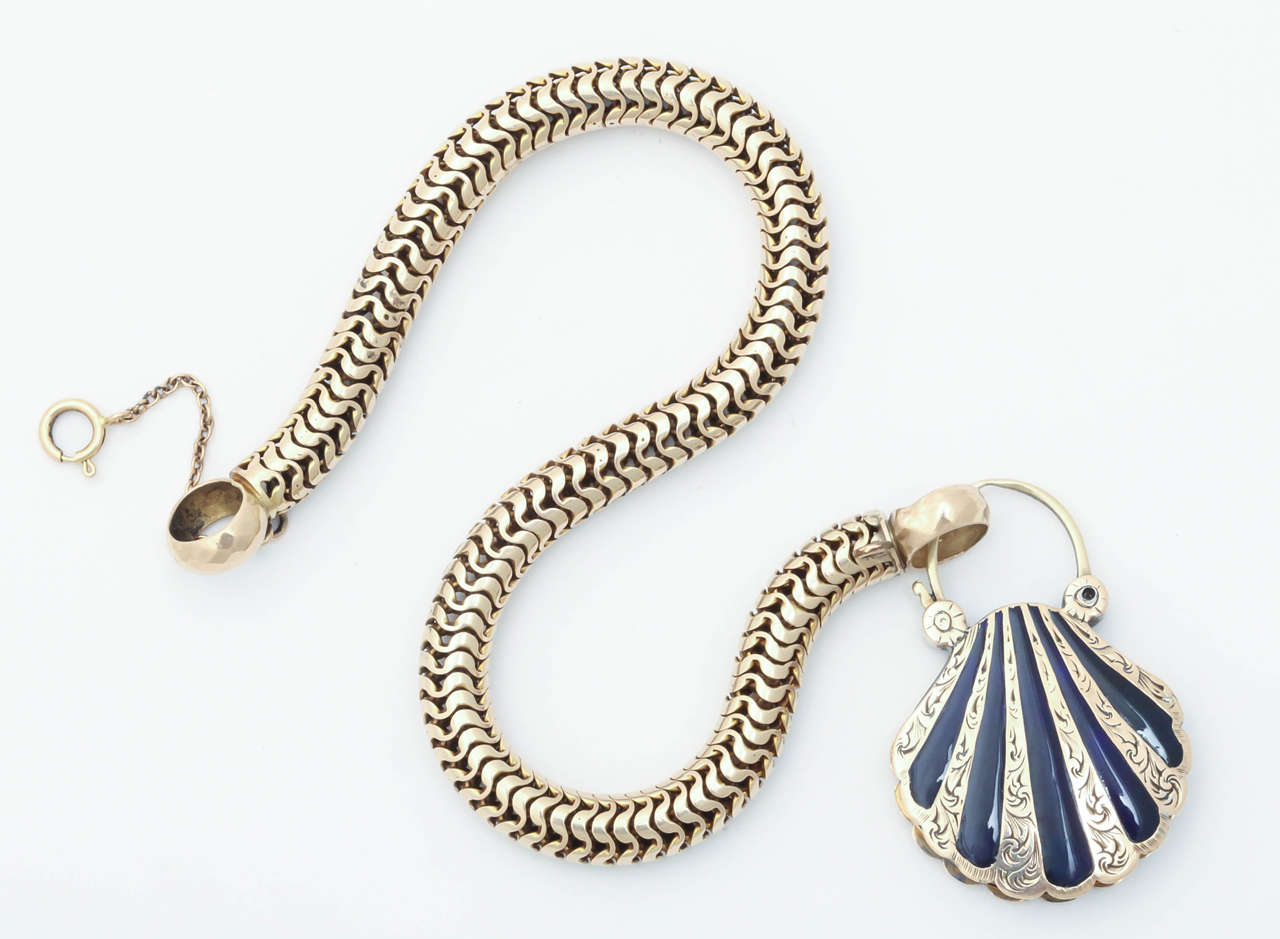 Victorian Snake Chain with a Scallop Shell Locket In Excellent Condition For Sale In Hastings on Hudson, NY