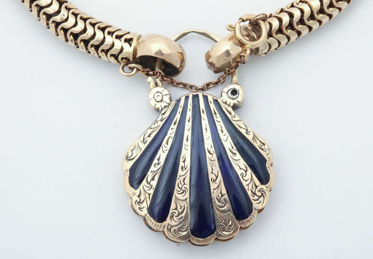 Victorian Snake Chain with a Scallop Shell Locket For Sale 2