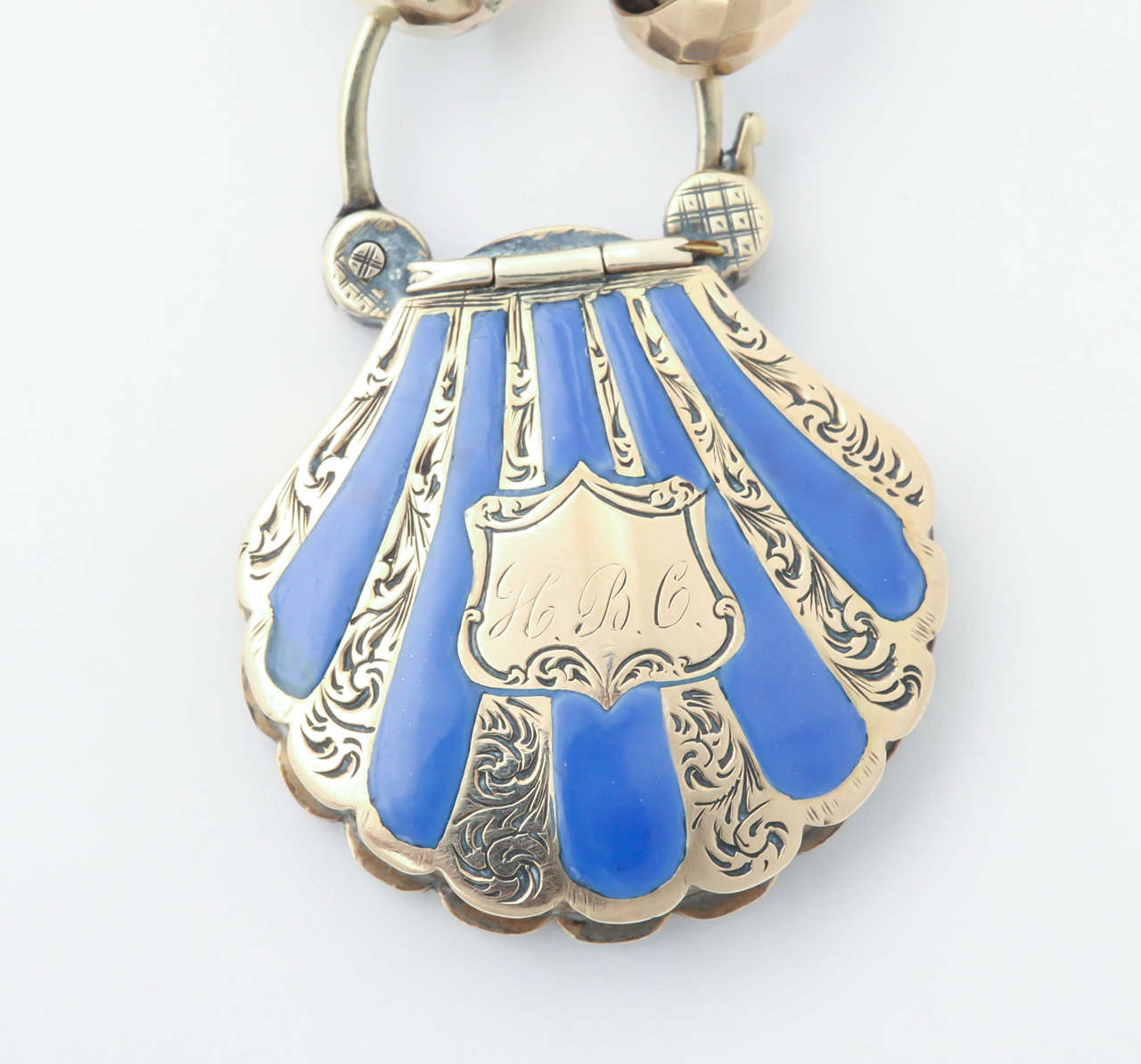 Victorian Snake Chain with a Scallop Shell Locket 4