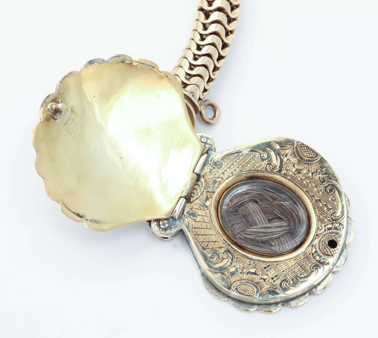 Victorian Snake Chain with a Scallop Shell Locket For Sale 1