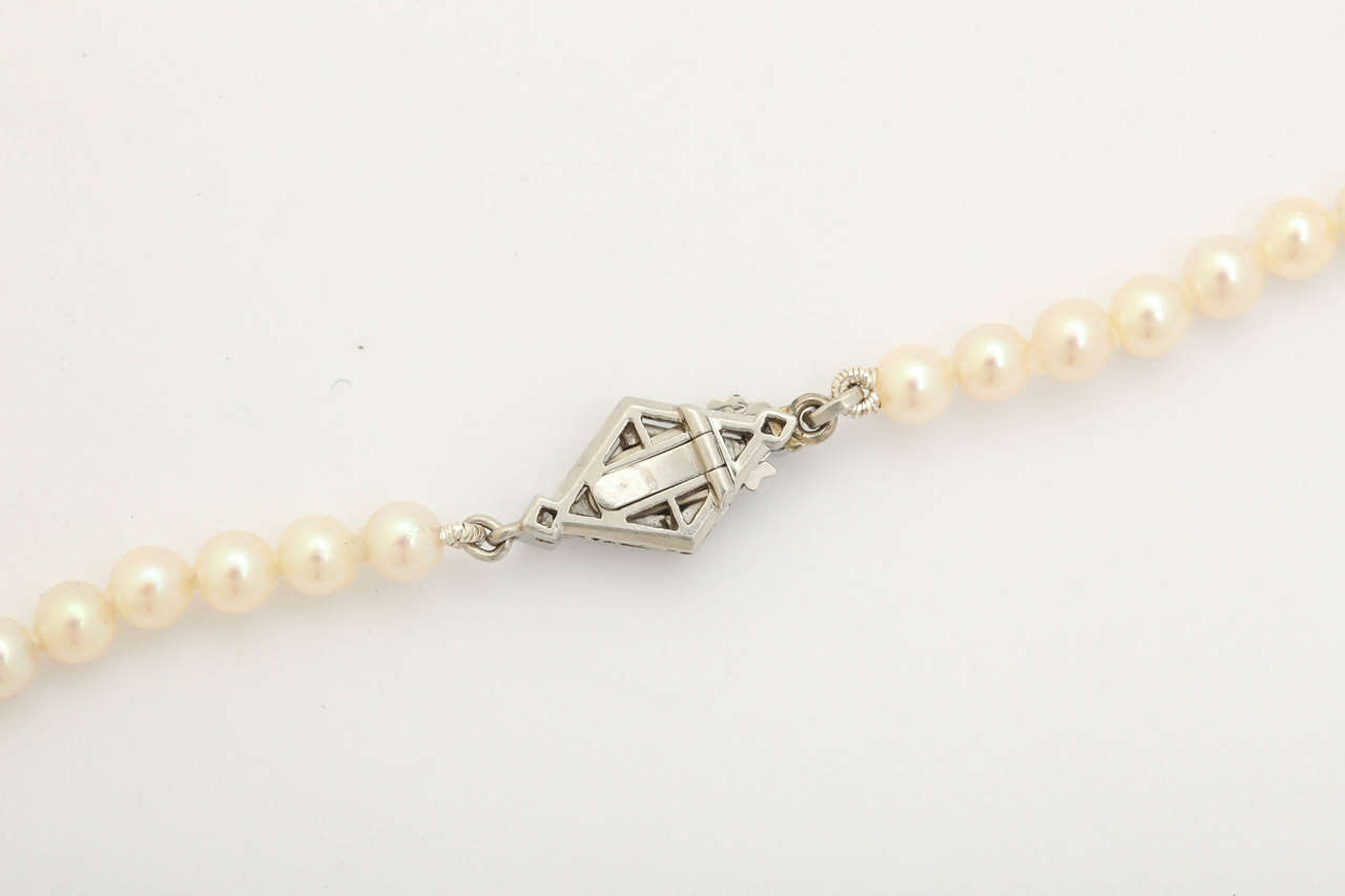 Graduated Cultured Pearl Necklace with Diamond Gold Clasp For Sale 1