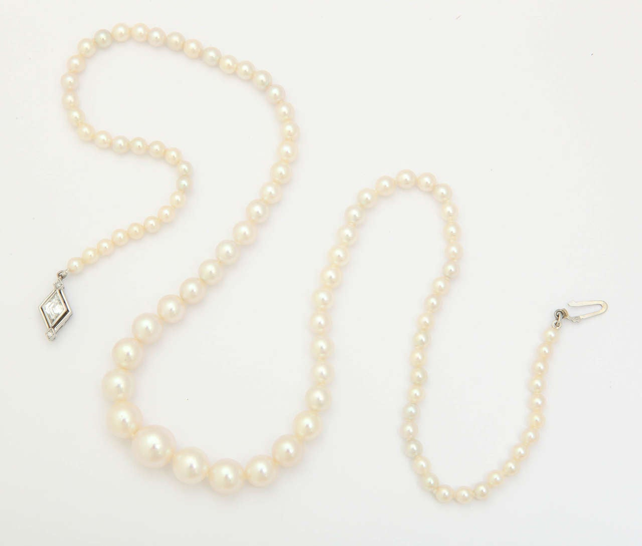 Graduated Cultured Pearl Necklace with Diamond Gold Clasp For Sale 2