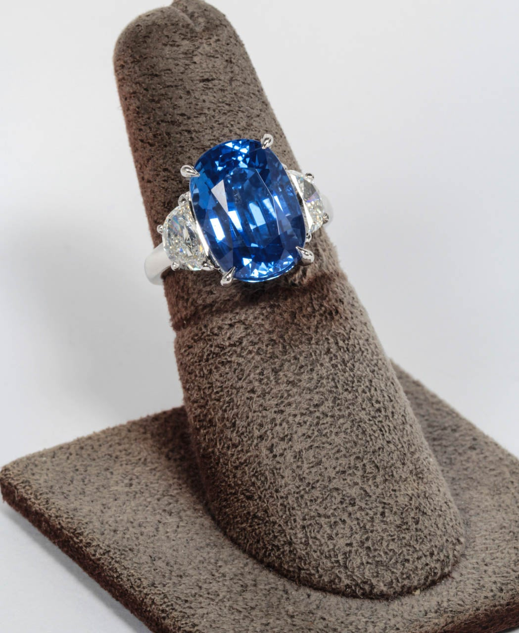 Certified Natural No Heat 11.51 Carat Cushion Cut Sapphire and Diamond Ring In New Condition For Sale In New York, NY