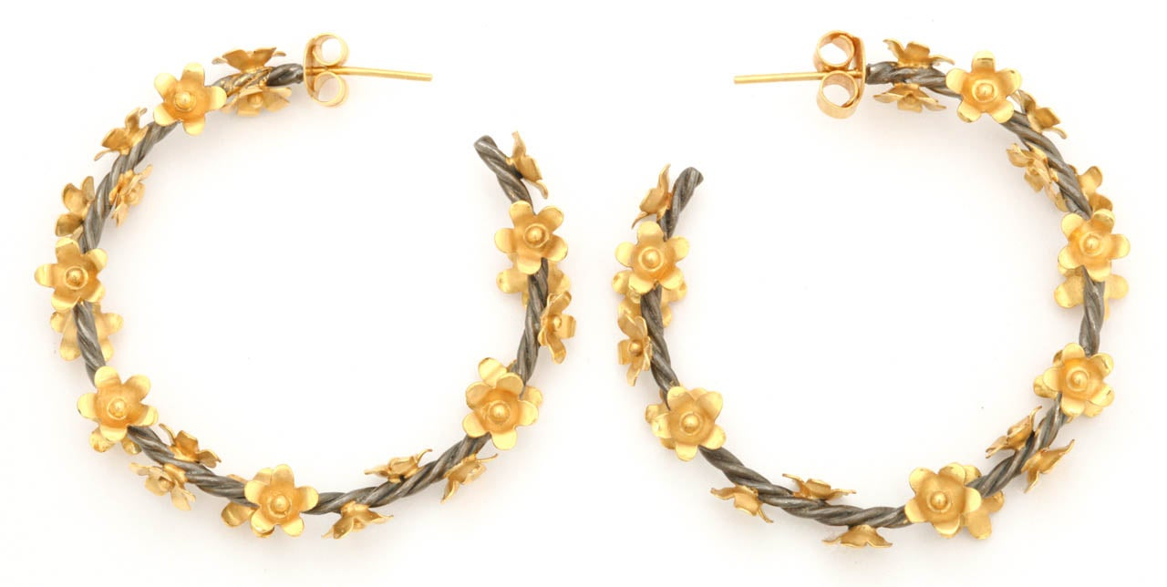 Silver Gold Floral Vine Hoop Earrings In Excellent Condition For Sale In Fifth Avenue, NY