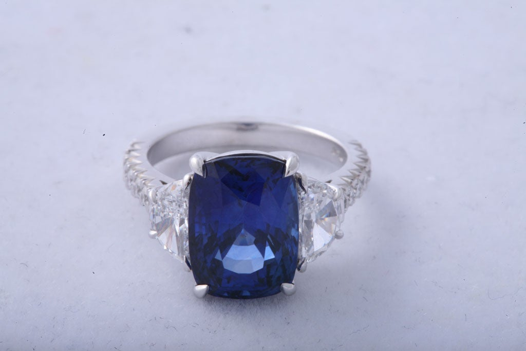 Magnificent Sapphire and Diamond Ring In New Condition For Sale In New York, NY