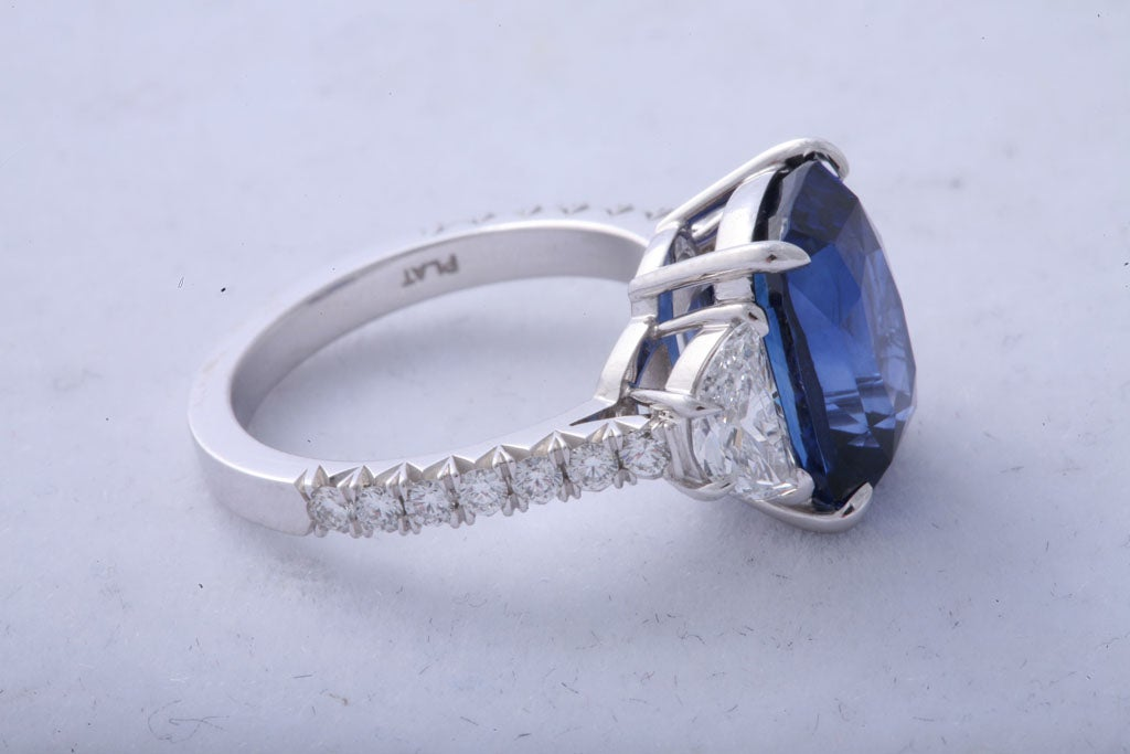 Women's Magnificent Sapphire and Diamond Ring For Sale