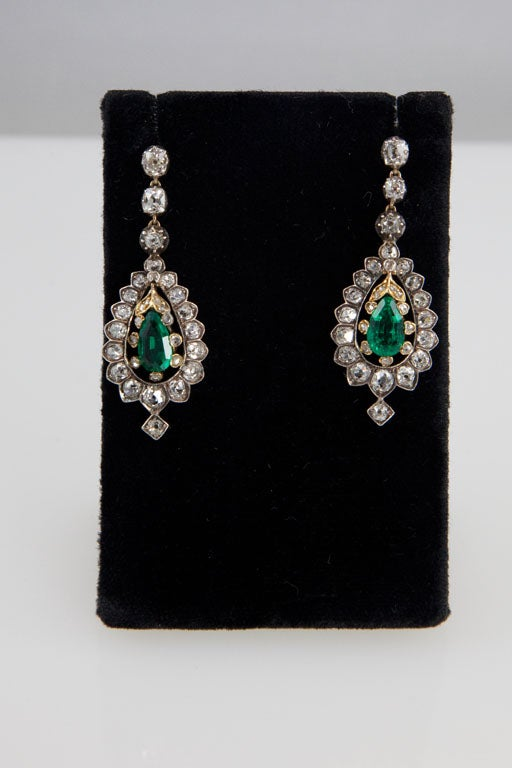 Victorian 4.44 Carat Diamond, 1.88 Carat Emerald, Gold & Silver Pendant Earrings In Excellent Condition For Sale In Woodland Hills, CA