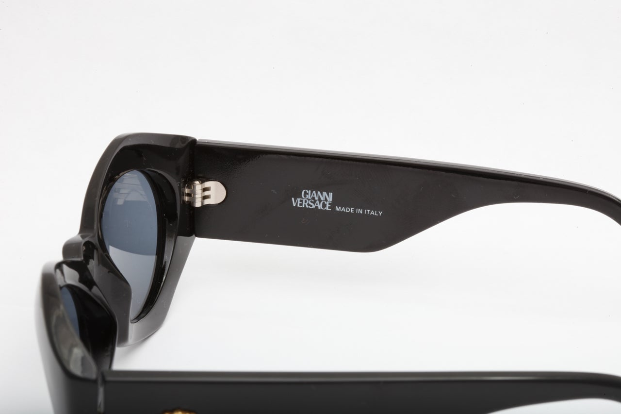 0244387e14 Gianni Versace Sunglasses Mod 422 COL 852 at 1stdibs