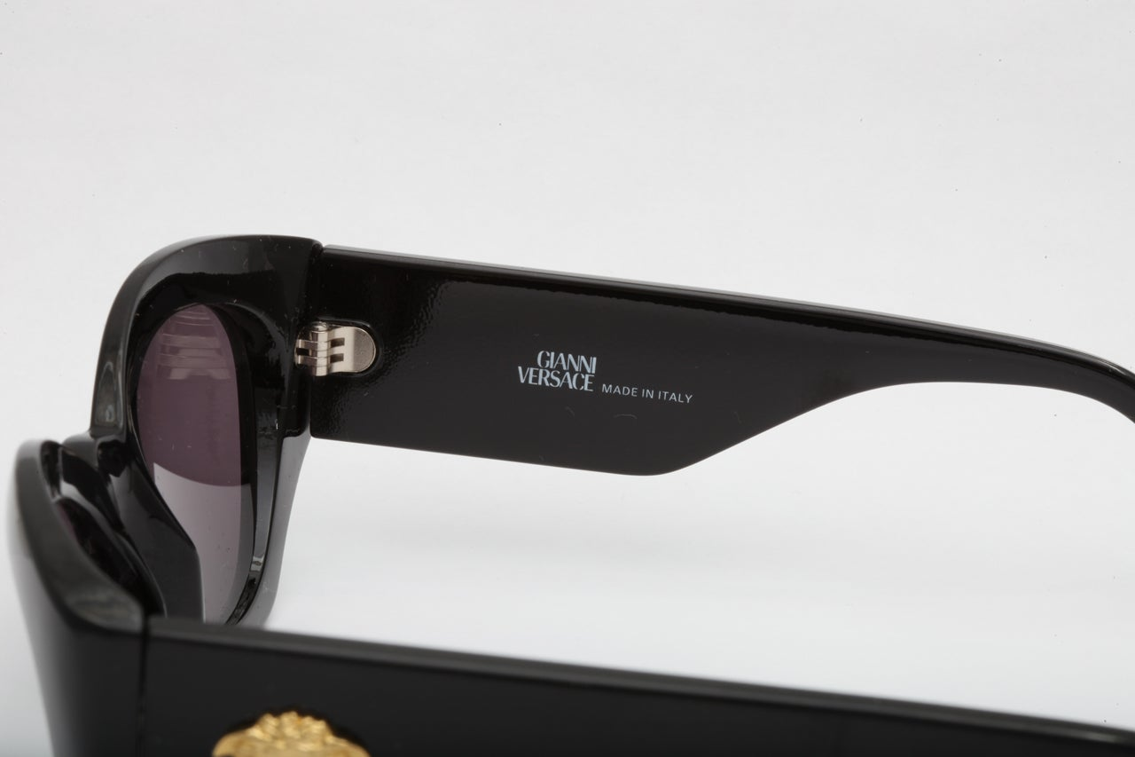 affe0c6f903f Women s or Men s Gianni Versace sunglasses MOD 420 COL 852 For Sale