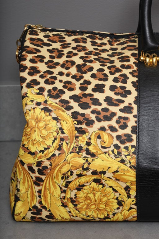Gianni Versace Baroque Print Duffle Bag In Excellent Condition For Sale In  New York 60c05b223dbe2