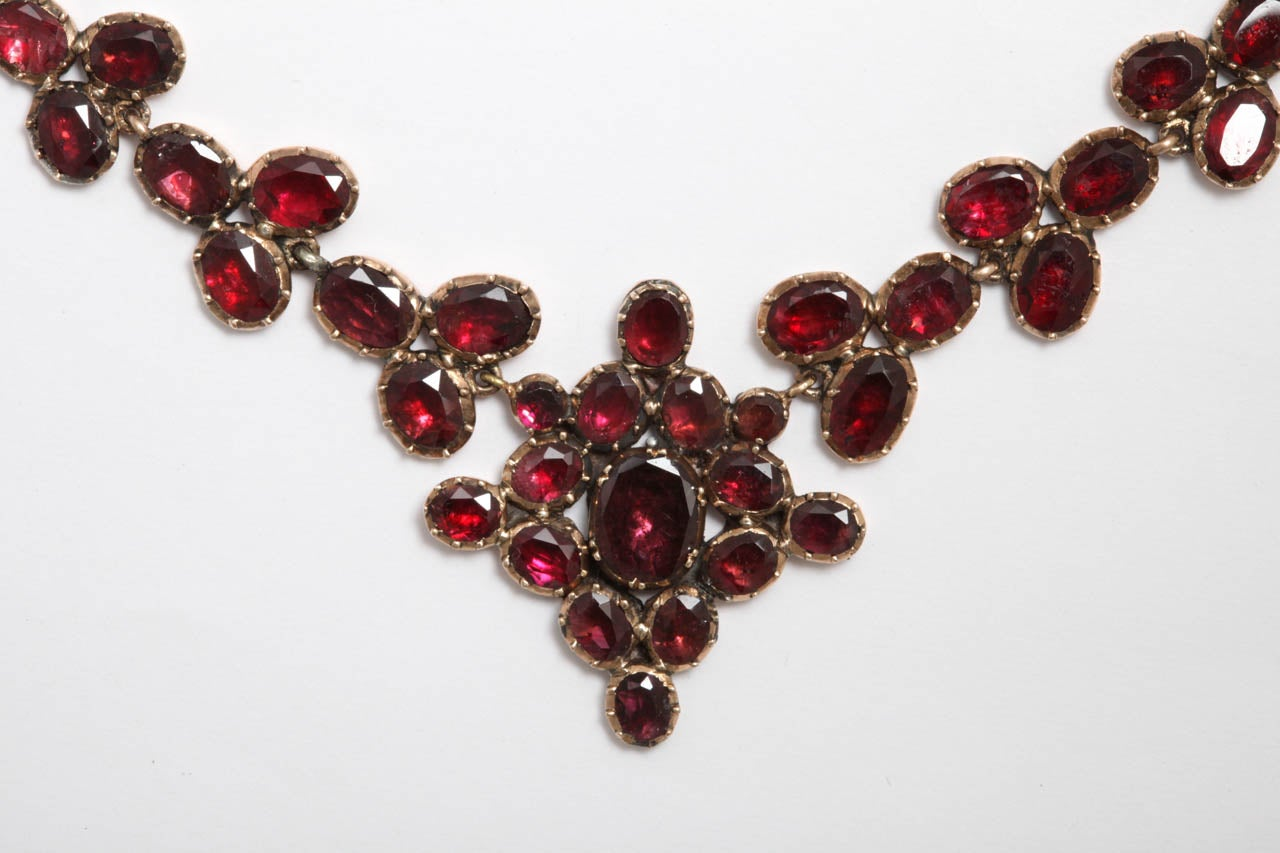 Brilliant Georgian Garnet Necklace, circa 1820 In Excellent Condition For Sale In Stamford, CT