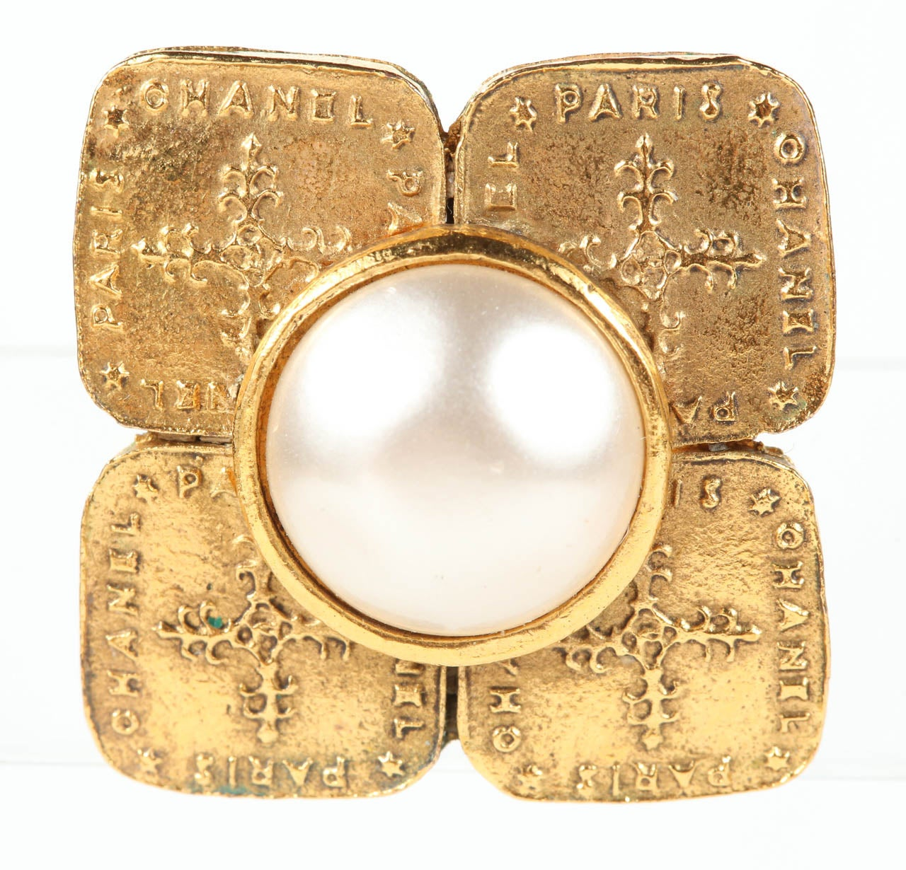 Pair of Chanel Gilt Metal Ear Clips For Sale 3
