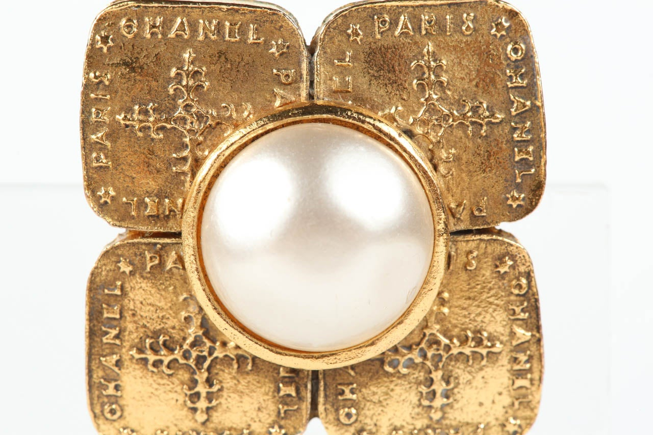 Pair of Chanel Gilt Metal Ear Clips For Sale 1