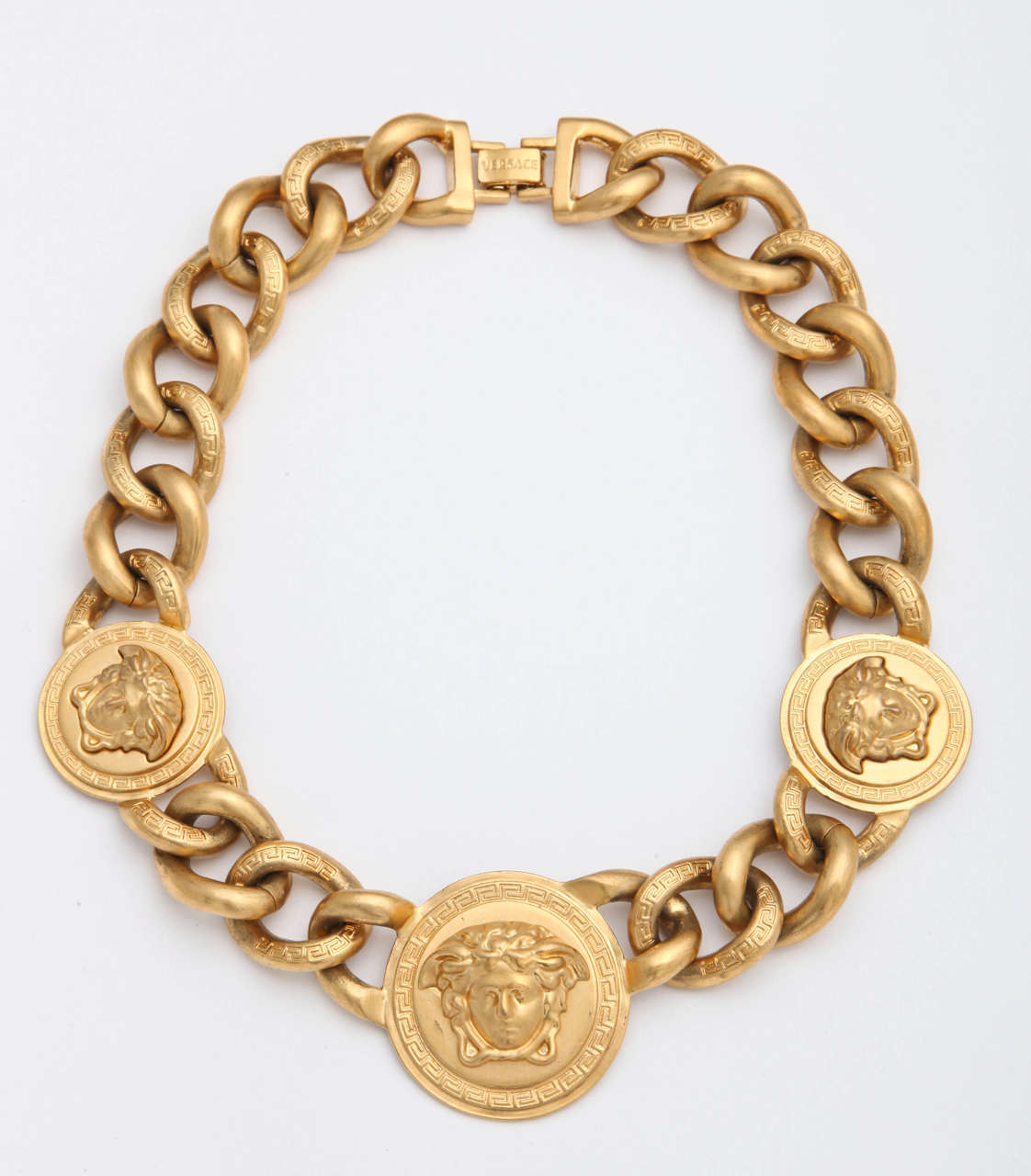 versace 3 medusa gold chain necklace at 1stdibs. Black Bedroom Furniture Sets. Home Design Ideas