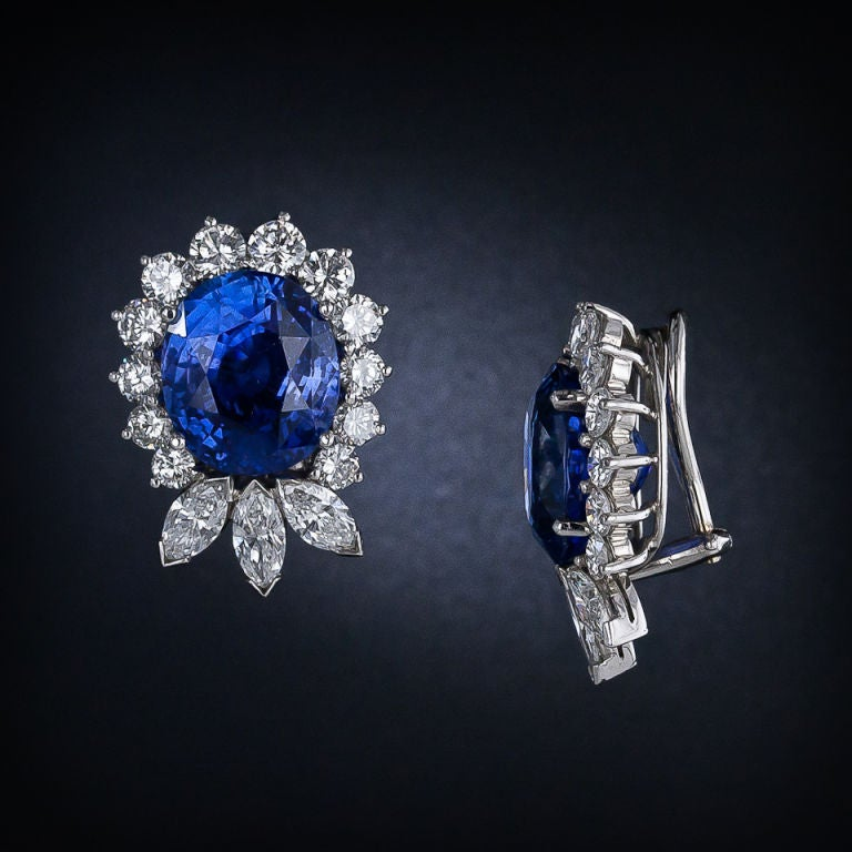 Exquisite 22.78 Carat Sapphire Diamond Platinum Earrings In Excellent Condition For Sale In San Francisco, CA