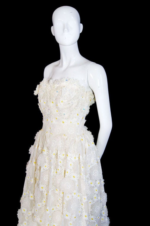 1970s Applique & Embroidery Daisy Gown 6