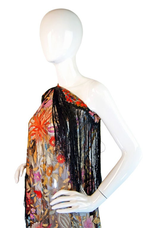 1920s Spanish Floss Lace Silk Shawl For Sale 1