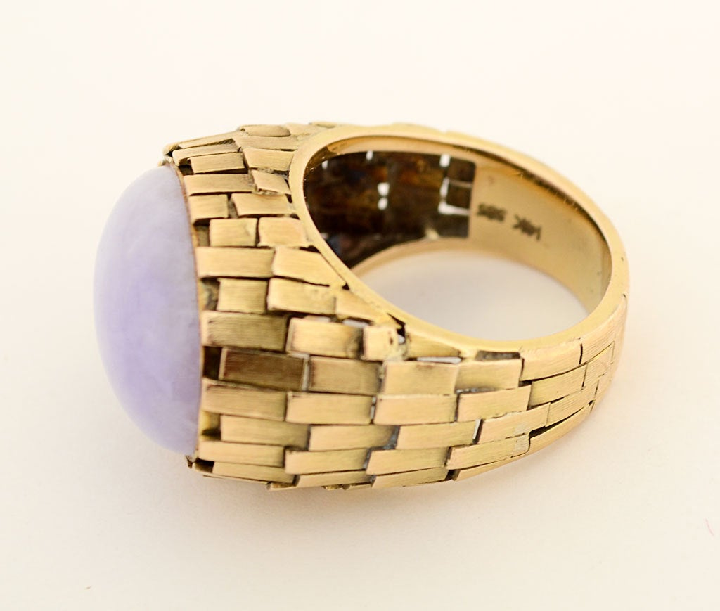 Lavender Jade Textured Gold Ring In Excellent Condition For Sale In Darnestown, MD