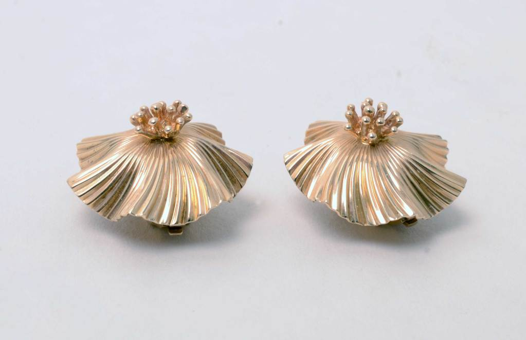 Tiffany & Co. Gold Flower Earclips In Excellent Condition For Sale In Darnestown, MD