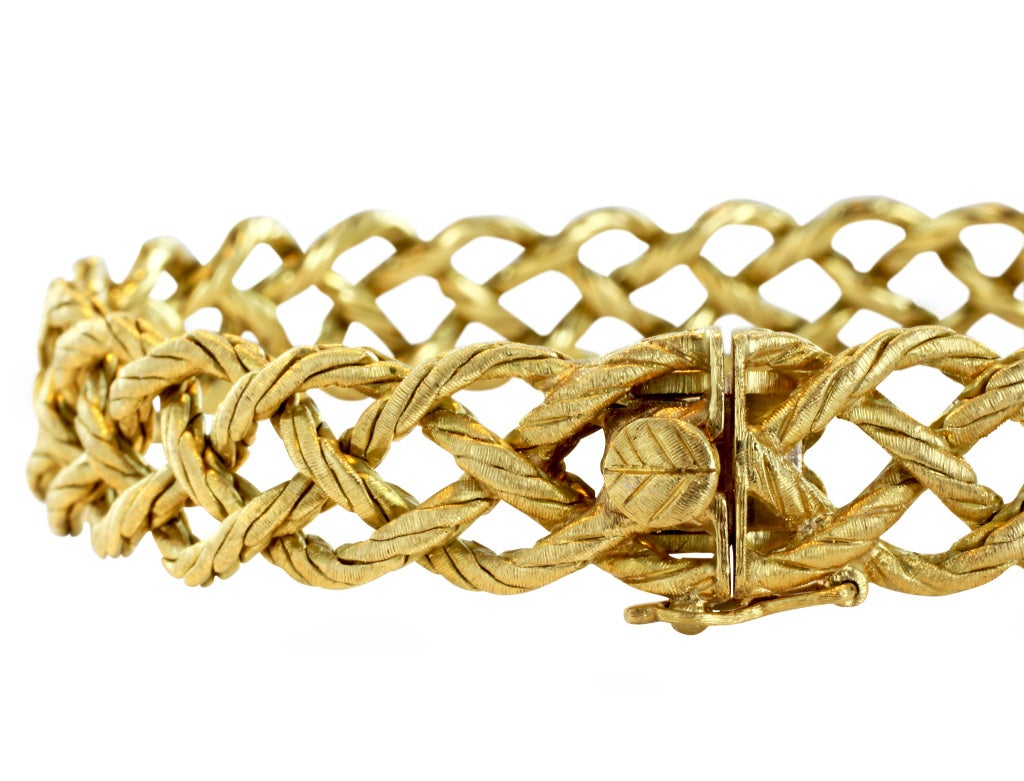 18 karat yellow gold flexible woven bracelet, signed Buccellati.