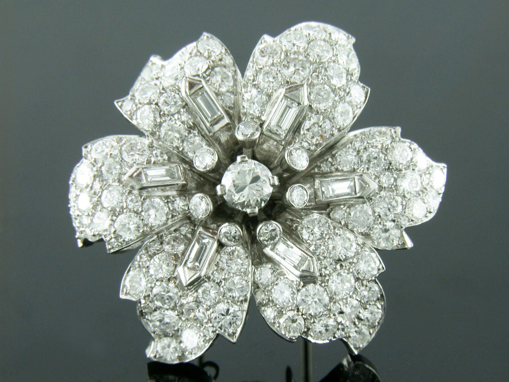 1930s 12 Carats Diamonds Platinum Flower Brooch 2