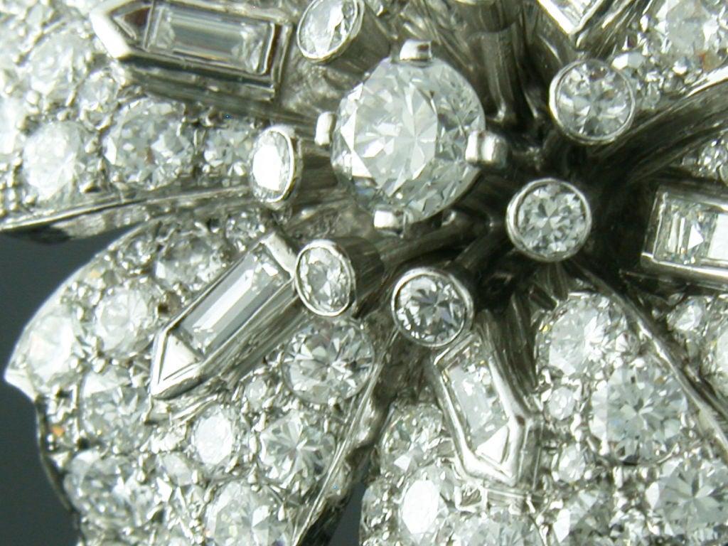 1930s 12 Carats Diamonds Platinum Flower Brooch 3