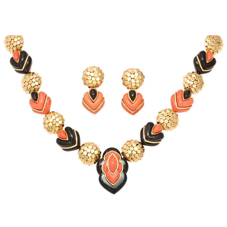 WANDER PARIS Coral and Black Jade Necklace and Earrings For Sale