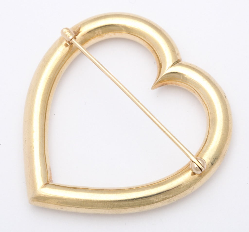 We offer a large and simple  1940s 14K gold Retro heart shape brooch by Sloan & Co. of Newark, NJ in remarkable nondented condition with pin back. Measuring 1 3/4 inch x 1 7/8 inch. Weighing 9.3 grams. A 14K mark and the Sloan makers mark of a