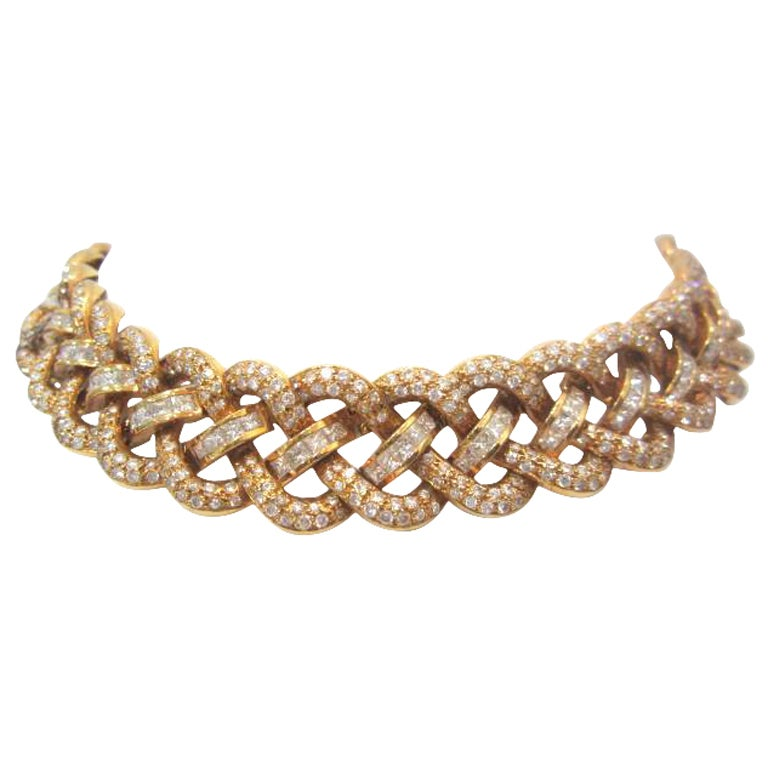 Elegant Weave Design Gold and Diamond Necklace at 1stdibs